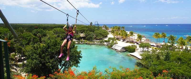 Atração tirolesa no Parque Chankanaab Beach Adventure Park em Cancún