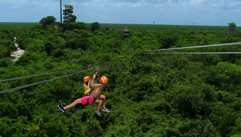 Tirolesas no Xplor Park em Cancún