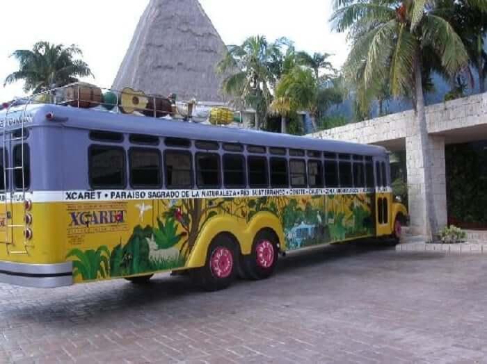 Ônibus no Parque Xcaret em Cancún