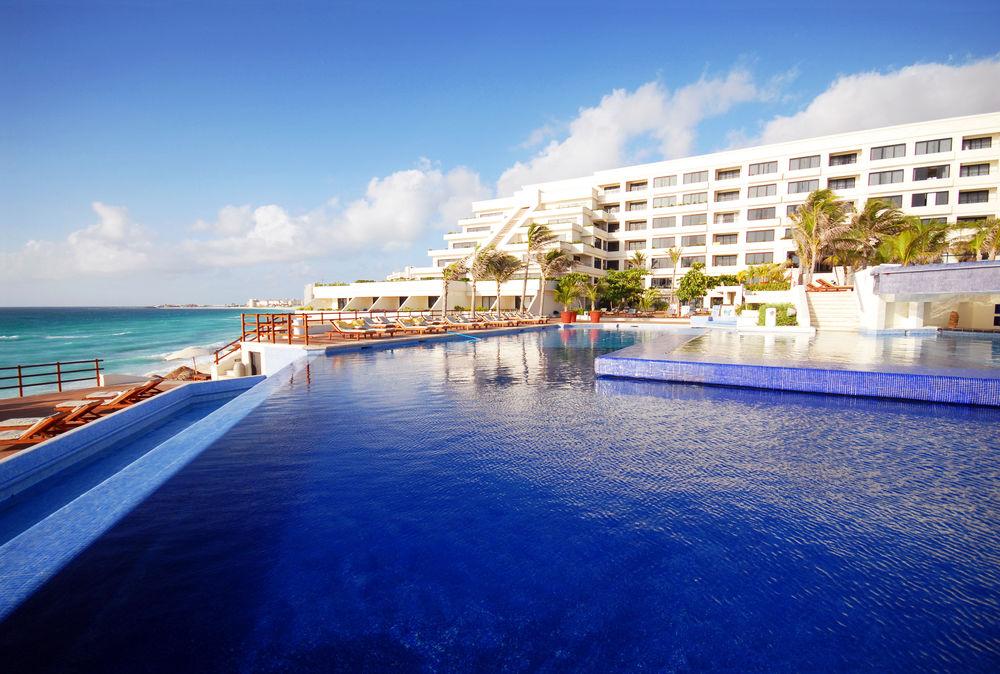 Gays e GLS no Resort Oasis Sens em Cancún