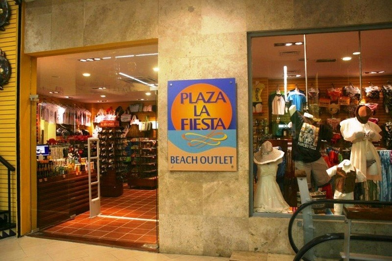 Plaza La Fiesta Mexican Outlet no Forum By the Sea
